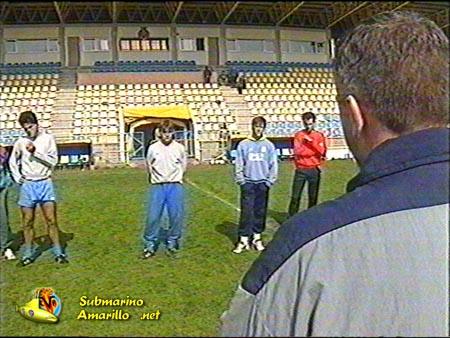 villarreal simon dando charla 1 - El Villarreal se salva del descenso de forma agónica (92/93)