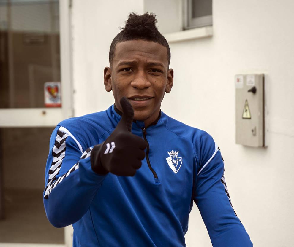 Estupiñán, tercer ecuatoriano que juega en el Villarreal
